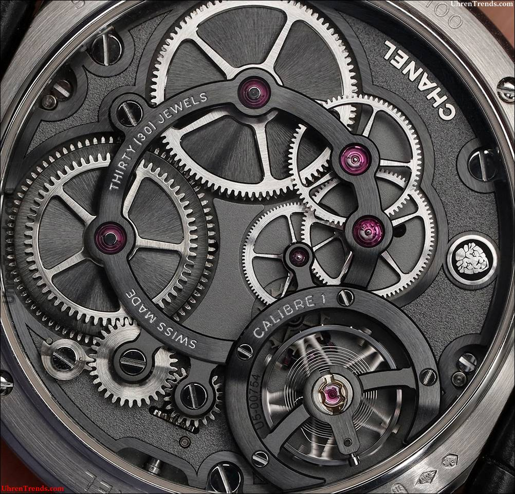 Chanel Monsieur De Chanel Uhr In Platin mit schwarzem Emaille Dial Hands-On